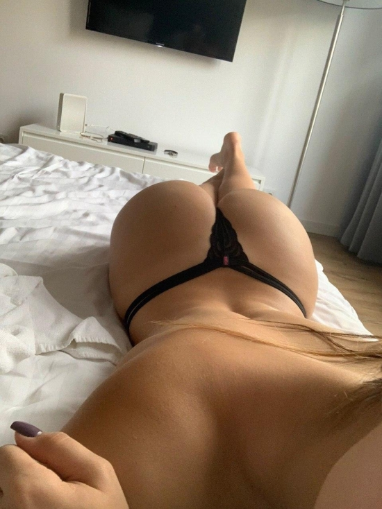 Ass on the bed