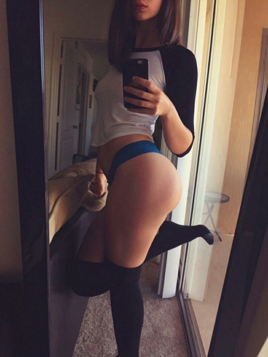 Pretty girl at home ematuer sexy selfie