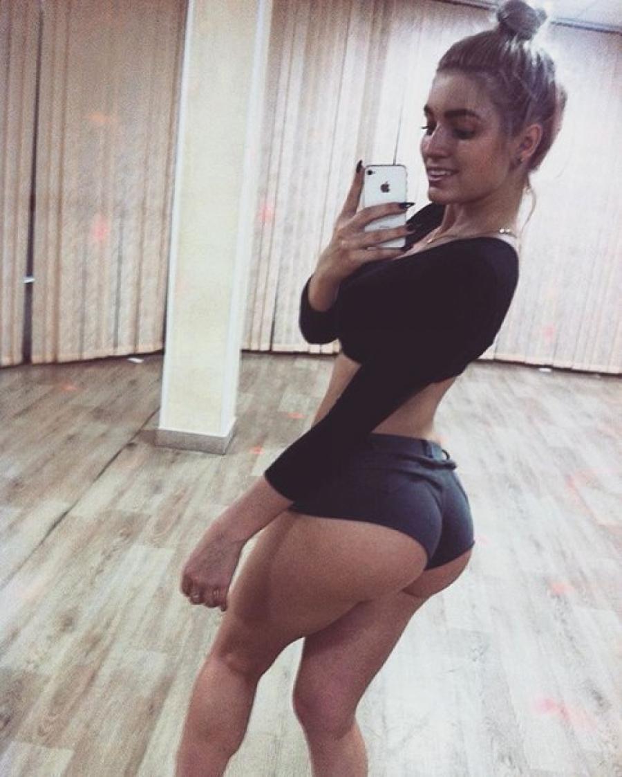 Sexy girl doing selfies 29mp4
